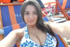 Selfie à la mer - Gros seins