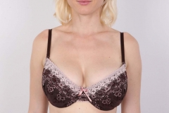 Blonde - Grosse poitrine