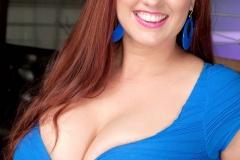 Petit haut bleu - Gros seins