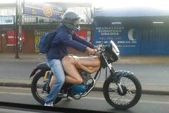 Calandre moto : femme nue