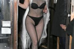 Culotte noire et collants - Lady Gaga sexy