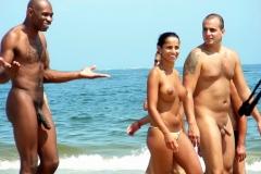 Black plage naturiste - Humour sexy