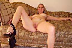 Photos prostituées qui exhibe sa chatte chez elle
