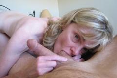 Suce les couilles de son mari - Femme mature