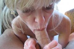 Bite dans la bouche - Femme mature