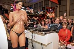 Brune grosse poitrine - Salon Venus Berlin 2018