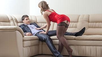 Femme en lingerie sexy : bas et nuisette